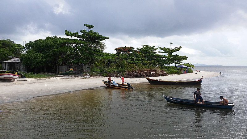 Pescadores e moradores reclamam de falta de condições e esgotamento da pesca
