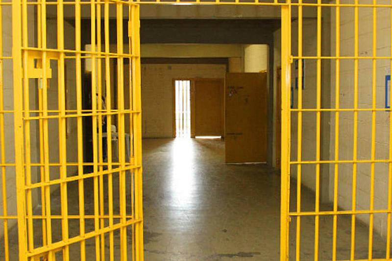 Valores passados mensalmente por número de presos são superiores aos presídios sob controle estatal