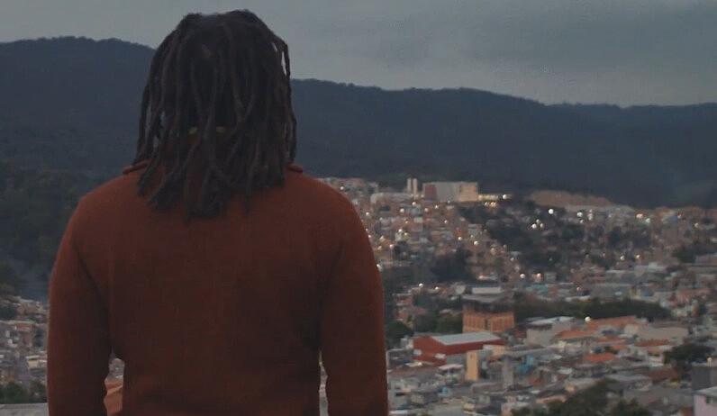 Cena do documentário Visionários da Quebrada, no bairro da Brasilândia.