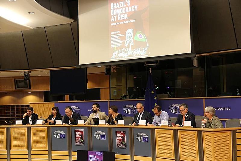 Eurodeputados participam de evento que lançou manifesto contra Bolsonaro no Parlamento Europeu