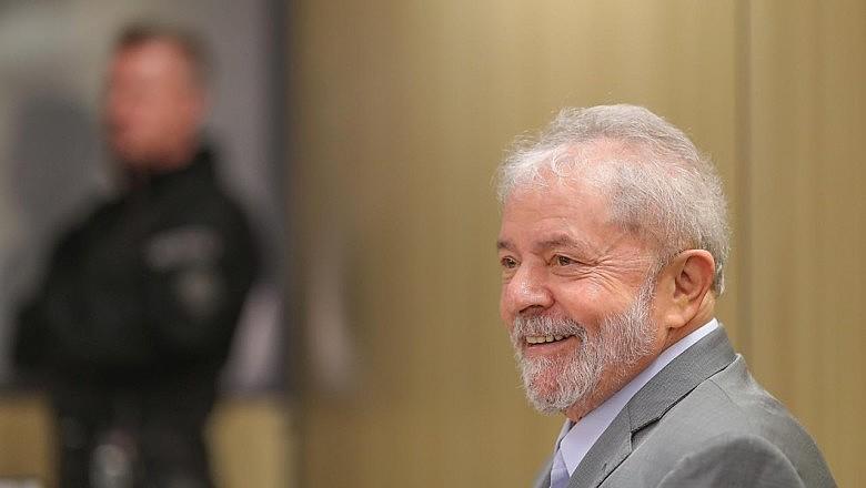 O ex-presidente Lula durante entrevista na sede da Polícia Federal em Curitiba