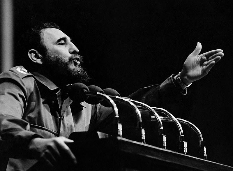 Anualmente os cubanos prestam homenagem ao líder máximo do país em comemoração ao seu aniversário