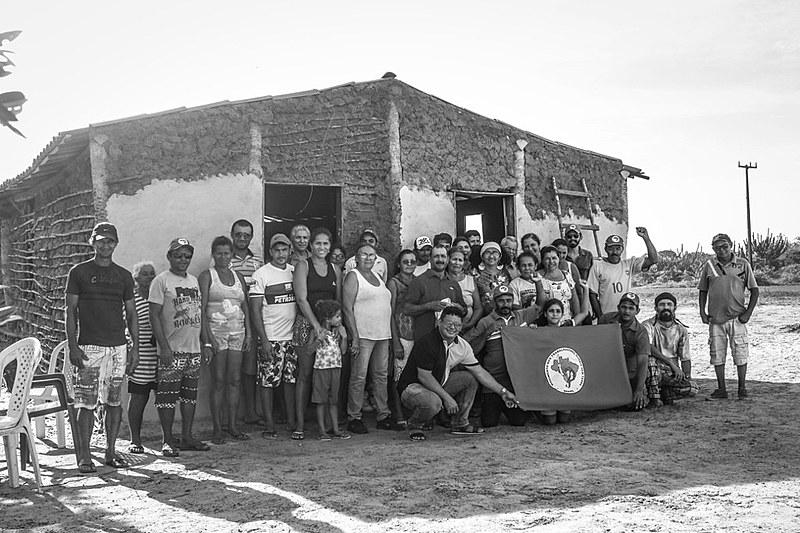 Das 104 famílias presentes no início da ocupação, somente 32 permanecem ali