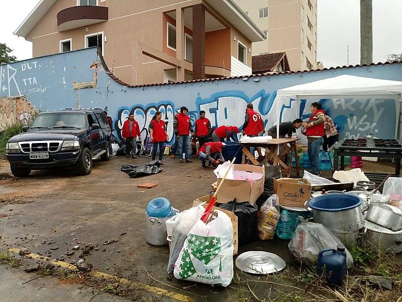 Militantes transferem acampamento