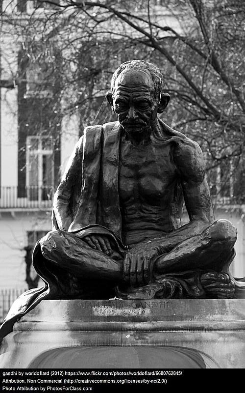 Estátua de Gandhi na Praça Tavistock, em Londres