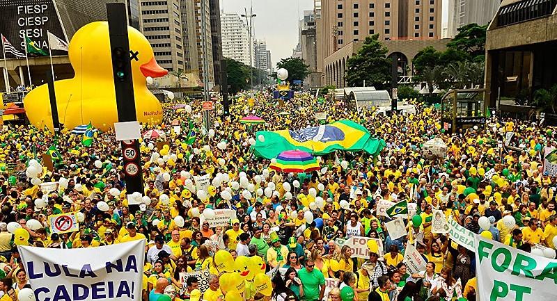 Manifestações puxadas pela ala econômica, em 2016