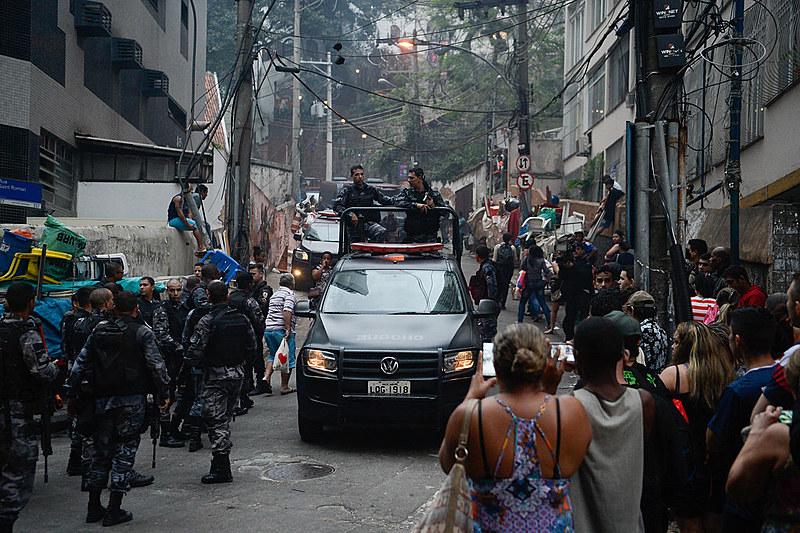 Direitos da população favelada são desrespeitados em operações policiais