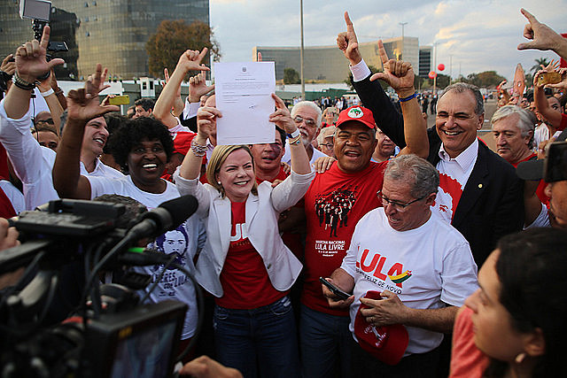 Senator Gleisi Hoffmann (center) holds Lula's registration as a candidate in Brazil's 2018 presidential election