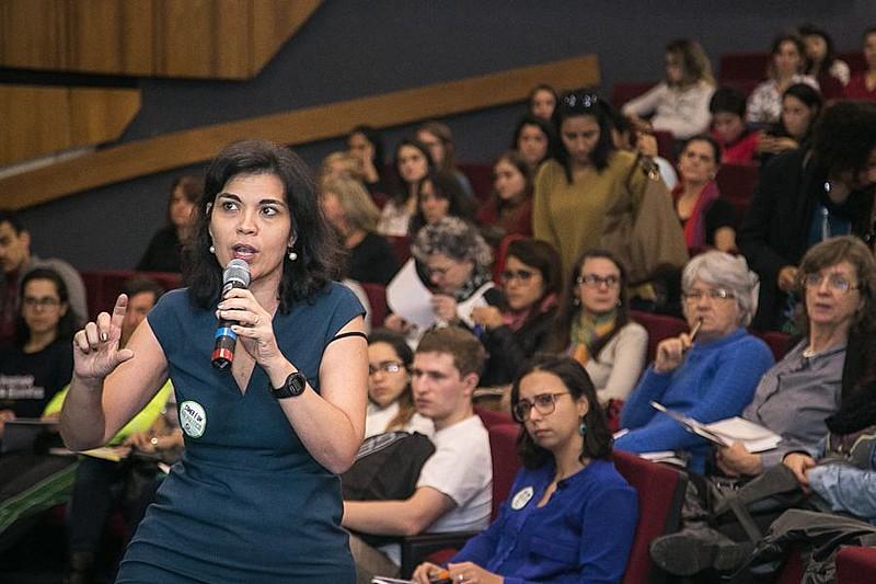 Marília Albiero apresentou estudo sobre o peso de empresas privadas no financiamento de campanhas