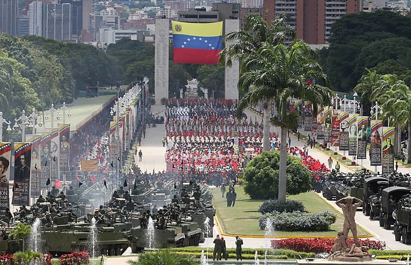 Com pomposo desfile militar, governo comemora Dia da Independência