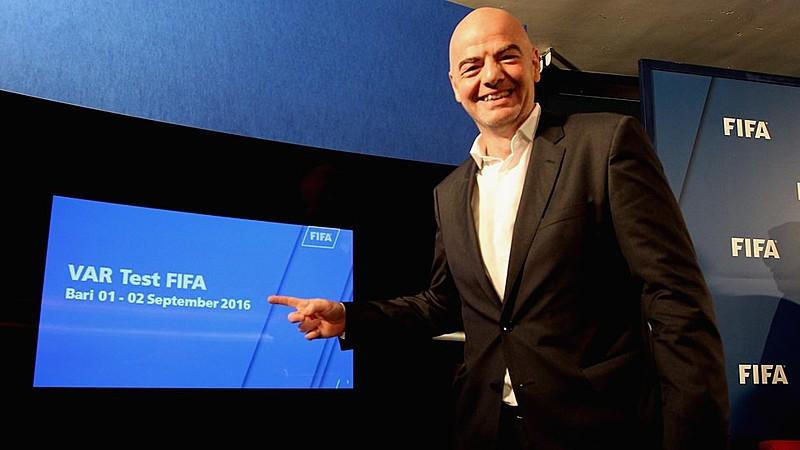 Gianni Infantino, presidente da FIFA, branco e rico