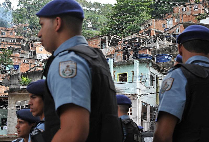 Ações policiais são responsáveis por maioria das mortes por assassinato nas favelas, diz relatório