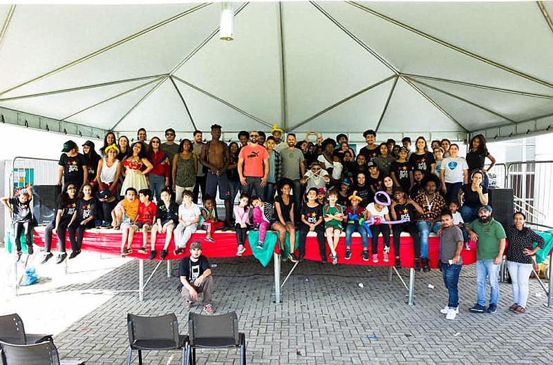 No final ano passado, educadores e alunos realizaram uma apresentação no bairro Tatuquara.
