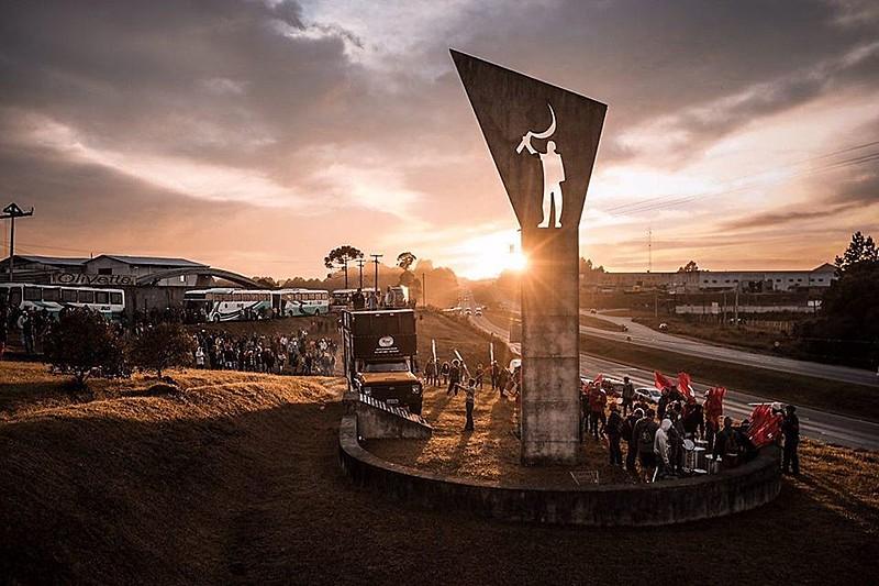 Projetado por Oscar Niemeyer, monumento homenageia agricultor sem-terra assassinado pela Polícia Militar há 17