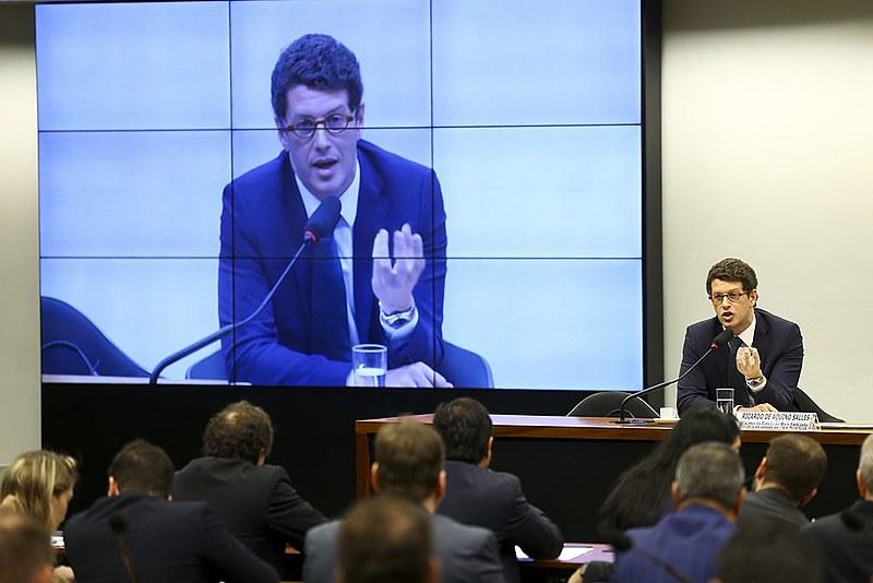 O ministro do Meio Ambiente, Ricardo Salles, segue afirmando que o óleo pode ser proveniente da Venezuela.