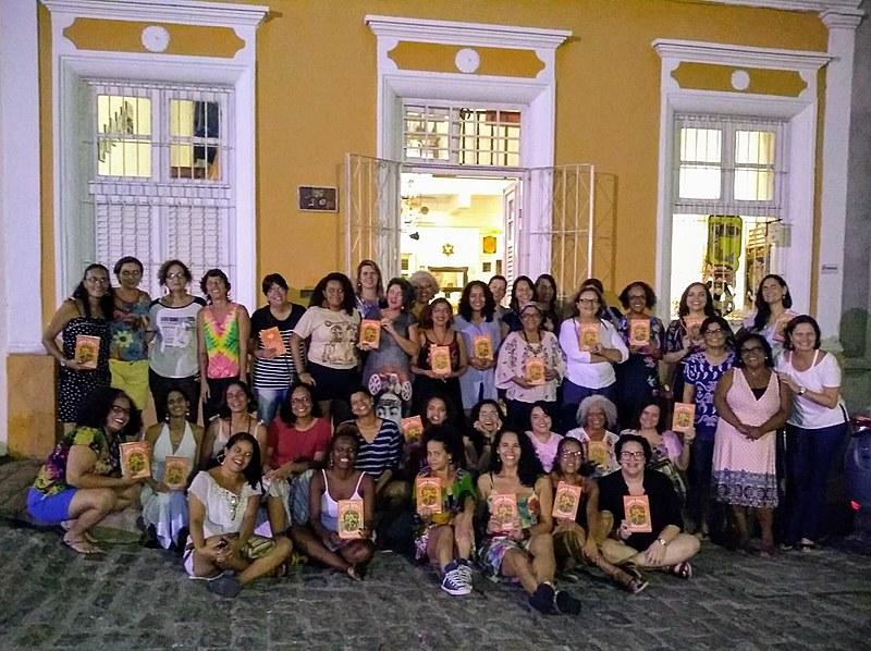 O encontro de abril do Floriterárias reuniu cerca de 40 mulheres para discutir a biografia de Maria Bonita escrita por Adriana Negreiros