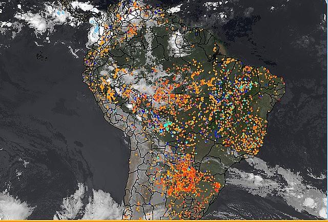 Un satélite del Instituto Nacional de Investigaciones Espaciales (Inpe) muestra los focos de fuego en Brasil el último 2 de septiembre