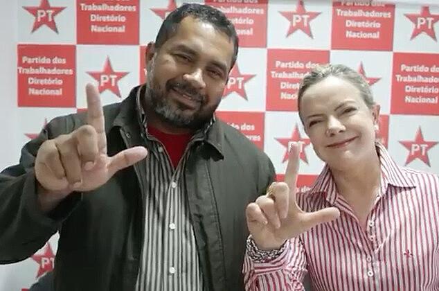 Acompanhada por João Paulo Rodrigues, do MST, Hoffmann saudou manifestantes em greve de fome e na Marcha Lula Livre
