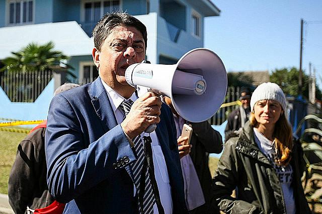 El diputado por el Partido de los Trabajadores (PT) retransmite mensajes de Lula a los militantes de la Vigilia Lula Libre