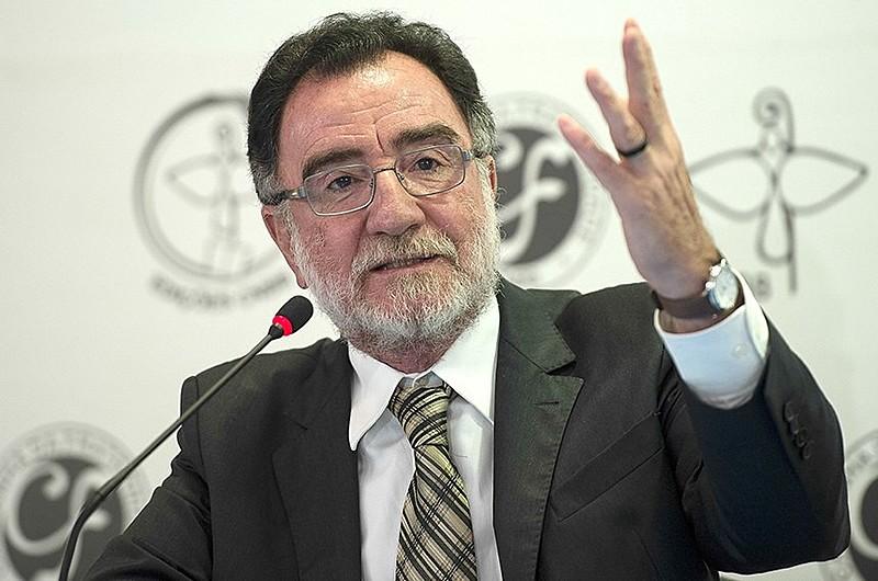 """""""Se essa marcha para o atraso do Brasil não for detida, a Emenda 241 arrasará a Constituição"""", afirma Patrus Ananias"""