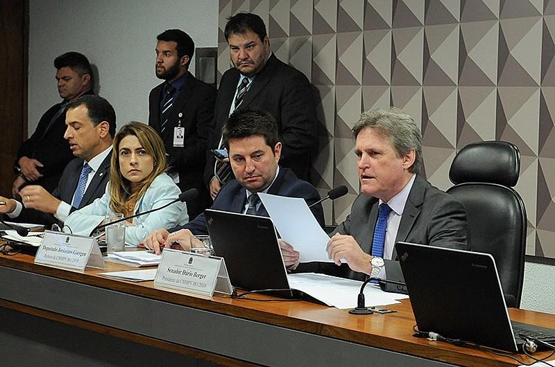 Parlamentares durante sessão de discussão da MP 881 no Congresso Nacional, em Brasília (DF)