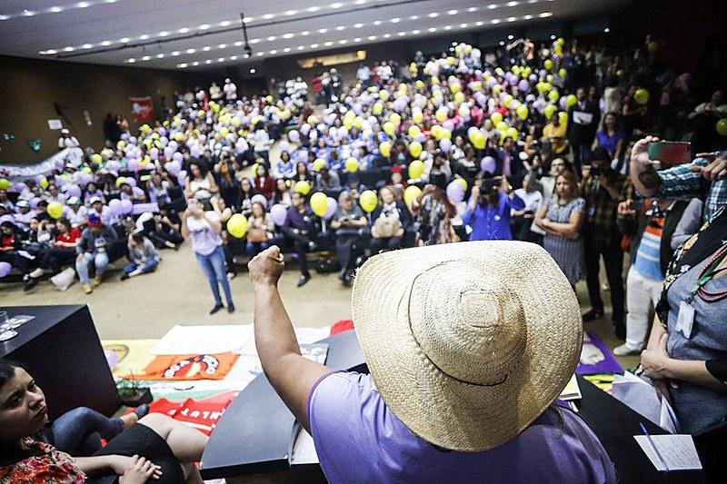 Mulheres durante protesto popular na Câmara dos Deputados contra a reforma da Previdencia