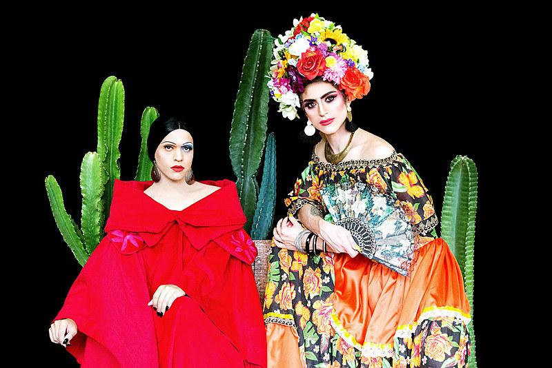 Artistas Andy Vidade e Naomi Kahlo incorporam Tarsila do Amaral e Frida Kahlo no Calendário Drag 2019