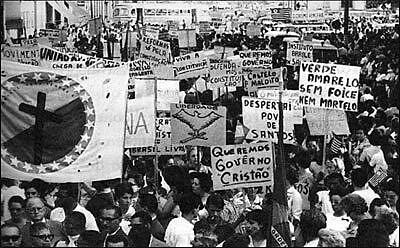 O roteiro das manifestações de apoio ao Bolsonaro e as manifestações da Marcha pela Família muito parecidas. Seguem o mesmo roteiro?
