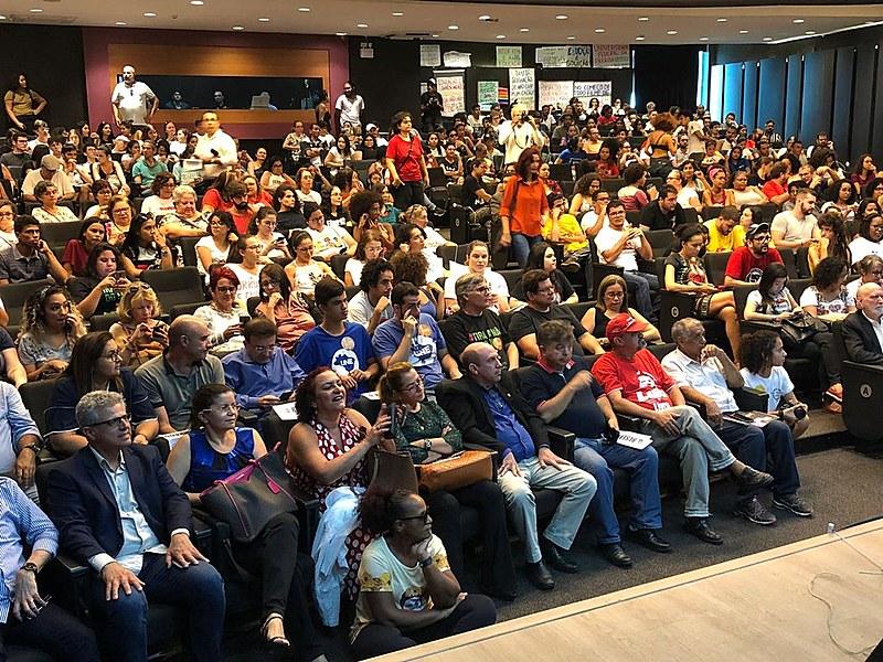 Auditório reunido na Audiência Pública em Defesa das Universidades e Institutos Federais