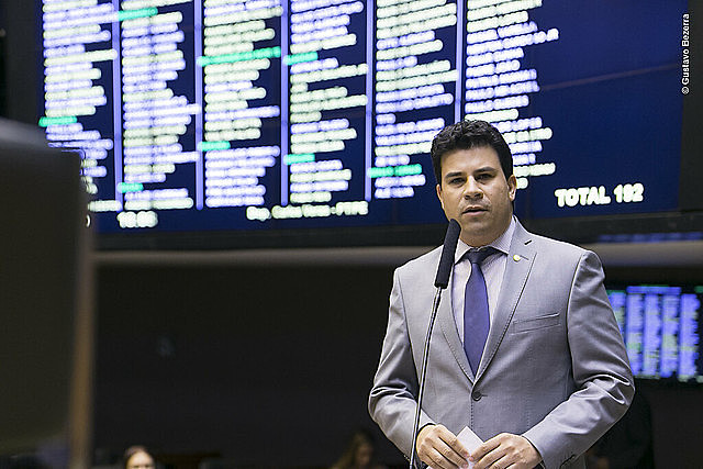 Carlos Veras foi presidente da CUT Pernambuco e atualmente é deputado federal