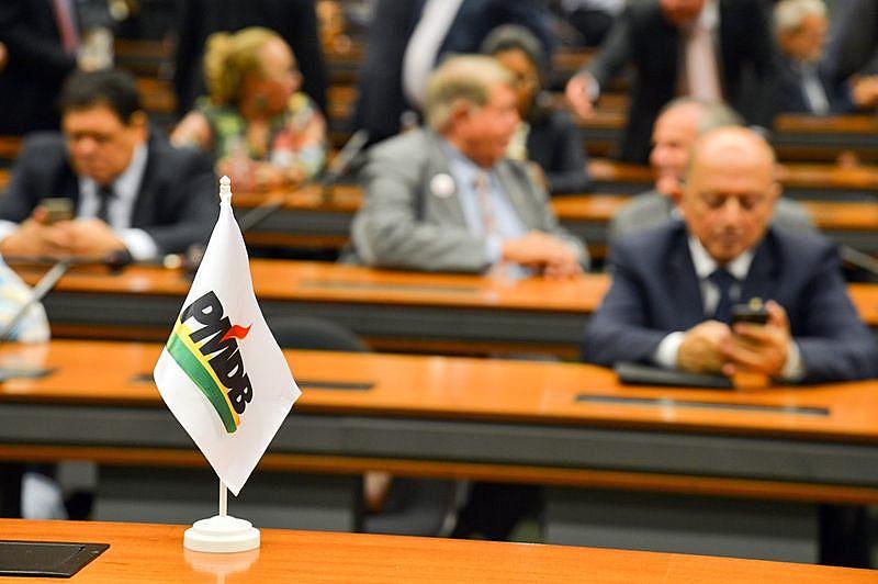 O PMDB oficializou, nesta terça-feira (29), a saída da base aliada do Governo.