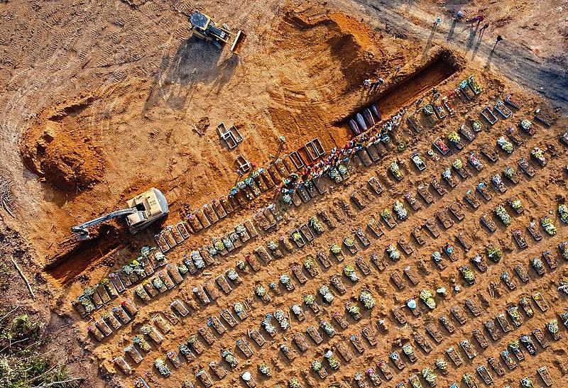 Com aumento das mortes, Manaus enterra vítimas da covid-19 em   Geral