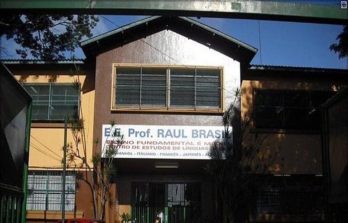 Fachada da Escola Estadual Professor Raul Brasil