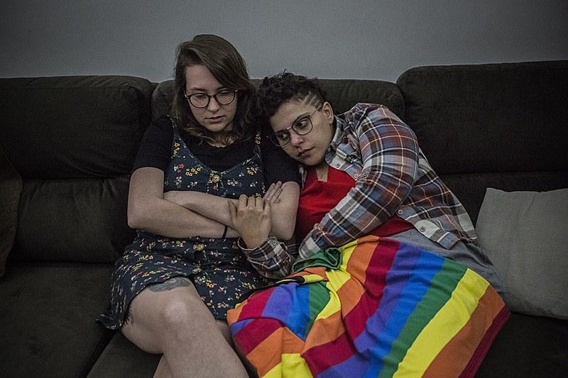 Júlia Azevedo e Jéssica Tauane deram entrada no processo de união civil homoafetiva na véspera das eleições