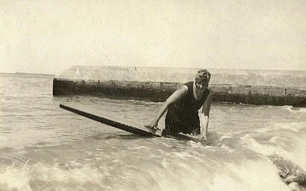 Agatha Christie foi uma das pioneiras do surfe na Inglaterra