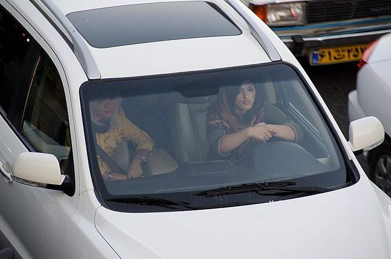 Antes, as sauditas precisavam contar com um motorista particular ou um familiar homem para o deslocamento em veículos