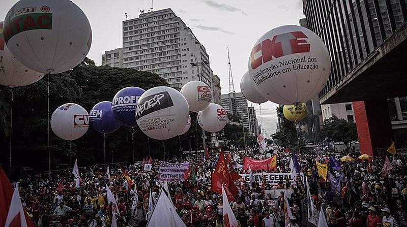 Ato desta segunda-feira (19) foi convocado pelas Frentes Brasil Popular e Povo Sem Medo