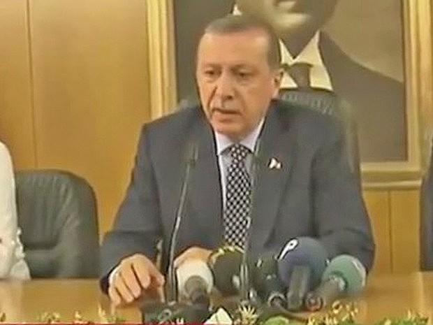 """Insurreição militar é um ato de traição e os responsáveis """"pagarão caro"""", afirma Erdogan"""