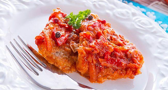 Filé de peixe ao molho de tomate contém benefícios para a saúde renal e hepática