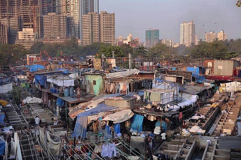 Desigualdade de renda e riqueza na Índia continua se intensificando; na foto, maior lavanderia a céu aberto do mundo, em Mumbai