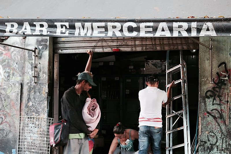 Comerciantes fecham estabelecimento após receberem ordem de despejo da Prefeitura de São Paulo