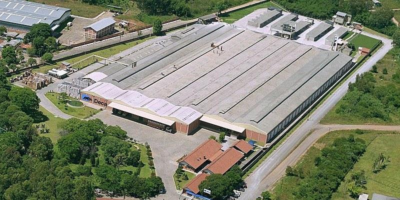 Nesta segunda-feira (1º), 480 funcionários foram demitidos da unidade da fabricação de louças Deca, da empresa Duratex, em São Leopoldo