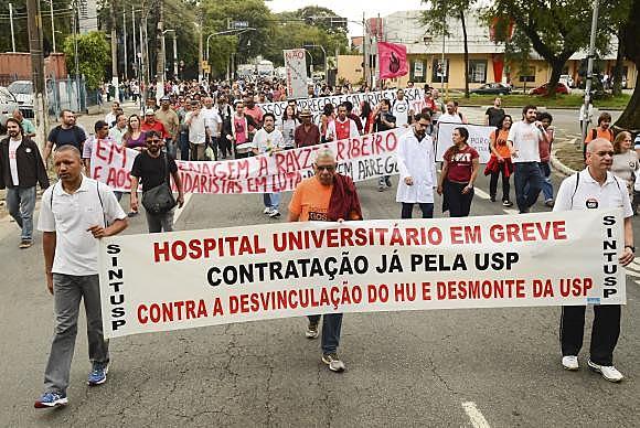 Profissionais do Hospital Universitário da USP estão em greve desde o dia 30 de maio