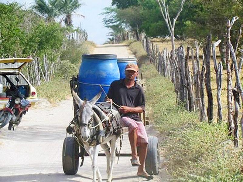 Em outros países, a privatização da água levou ao aumento do preço e deixou grande parte da população sem acesso ao bem