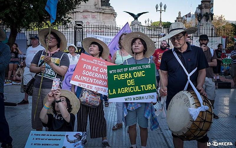 Mulheres camponesas presentes na manifestação denunciaram o impacto das regras da OMC na agricultura e na soberania alimentar
