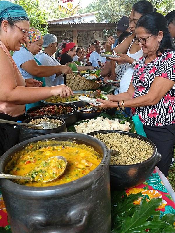 Os pratos foram preparados por 20 cozinheiros e cozinheiras