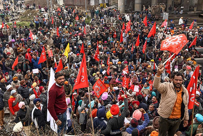 Com neoliberalismo de Modi, indianos enfrentam ataque sistemático aos direitos trabalhistas e setores públicos do país
