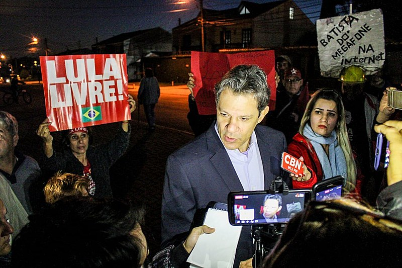 Fernando Haddad concede entrevista coletiva após encontro com o ex-presidente Lula