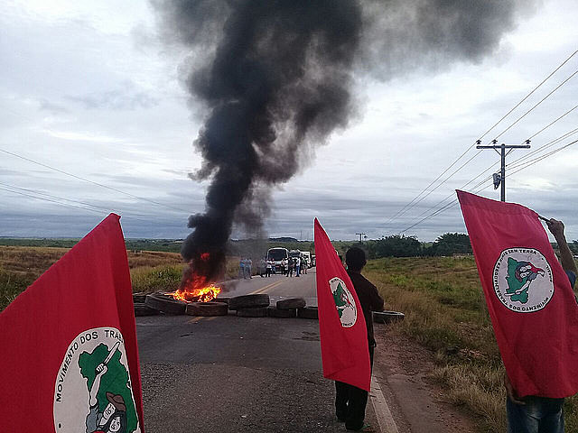 Demonstrators block highway road in Natal to protest Lula's arrest