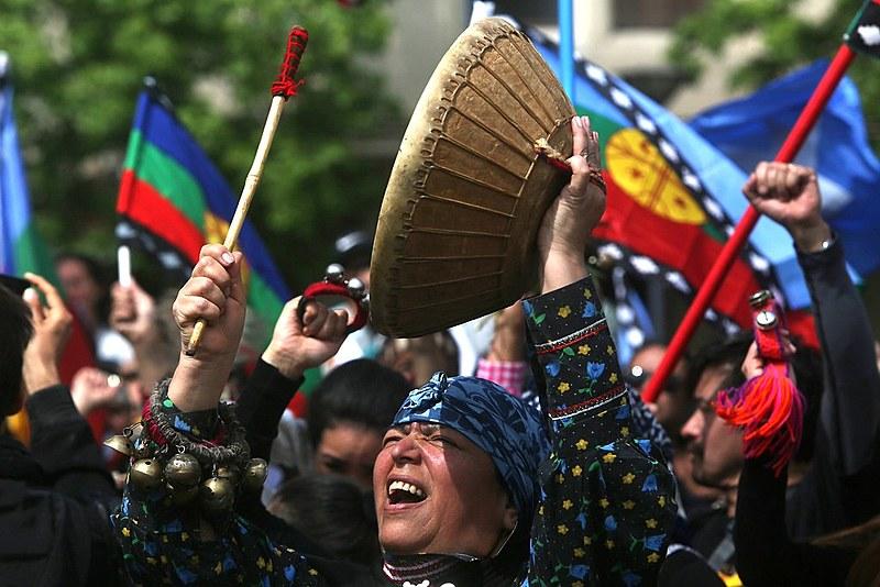 Ato de indígenas mapuche em Santiago, capital chilena, em 2017